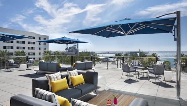3 bars/lounges, rooftop bar