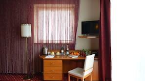 Schreibtisch, kostenlose Babybetten, kostenpflichtige Zustellbetten