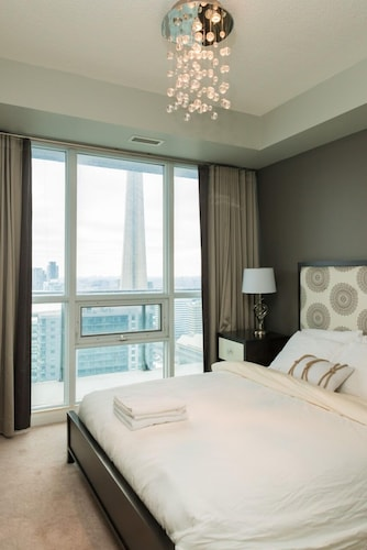 Sarkar Suites - Maple Leaf Square