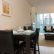 Sarkar Suites - CN Tower Rogers Centre