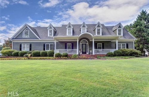 Stunning Large Home 25 min From Downtown Atlanta, 5 Bedrooms, Sleeps 11, 4 TVs