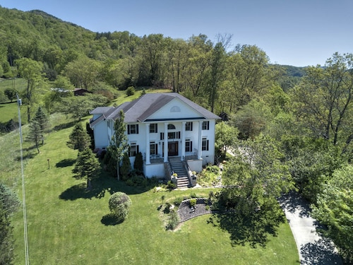 NEW Listing, Southern Charm in the Mountains Near Asheville, N.C