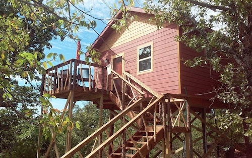 Luxury Water View Treehouse for 2 Privacy Jazcuzzi Tub Perfect Lake Getaway