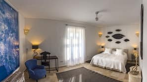 Premium bedding, in-room safe, free WiFi, wheelchair access