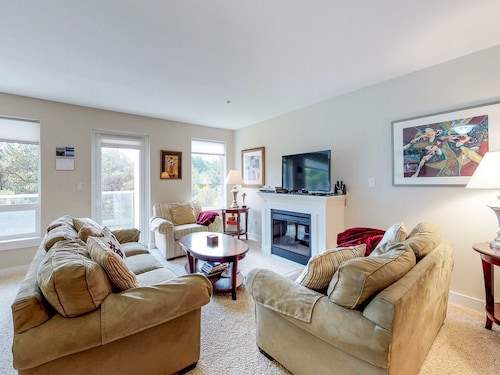 Check Expedia for Availability of NEW Listing! Dog-friendly Condo W/shared Pool/hot Tub, Wifi, Large Floorplan