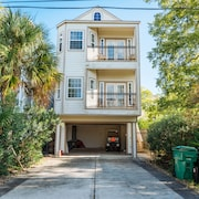 Spacious Kemah Boardwalk Townhome