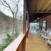 Riverfront Cabin With Private hot Tub, Free Wifi, and a Great Location!