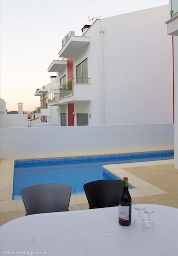 Villa With 4 Bedrooms in Salir do Porto, With Private Pool, Terrace and Wifi - 3 km From the Beach