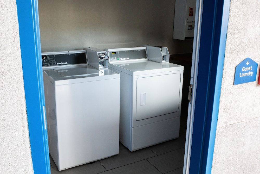 Laundry Room, Palace Inn