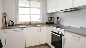 Køleskab, komfur, opvaskemaskine, kaffe-/temaskine