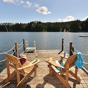 Charming Lakeside Home With Private Dock. Peaceful Hideaway Right in Victoria