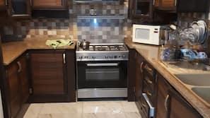 Réfrigérateur, micro-ondes, four, plaque de cuisson