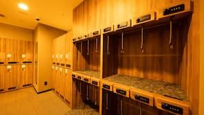 保險箱 (可放手提電腦)、窗簾、熨斗/熨衫板、免費 Wi-Fi