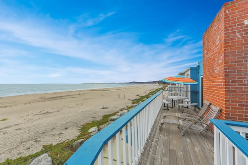 Oceanfront Two-level Home w/2 Kitchens, Beach Access & Space