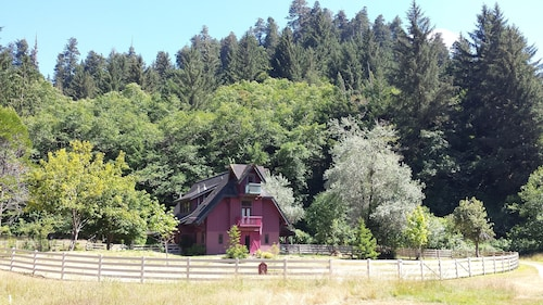 Berry Glen Redwood Park Loft - Wild Elk & Next to Redwood Park Trails