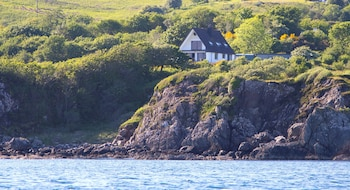 KnoydART Bed and Breakfast