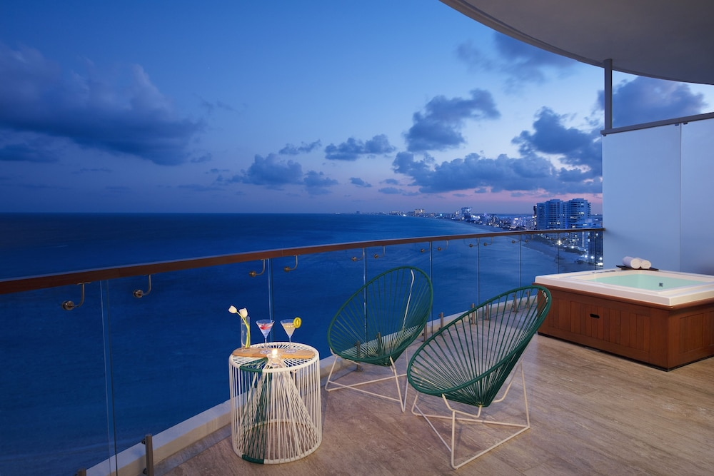 Water view, Reflect Krystal Grand Cancun - Optional All Inclusive