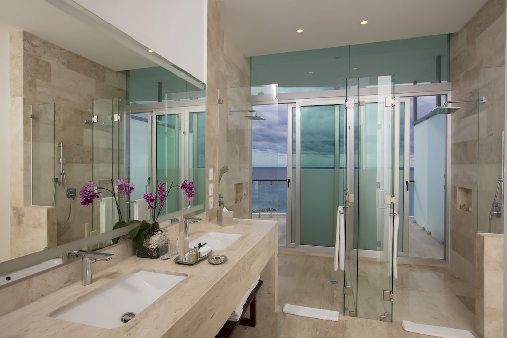 Bathroom, Reflect Krystal Grand Cancun - Optional All Inclusive