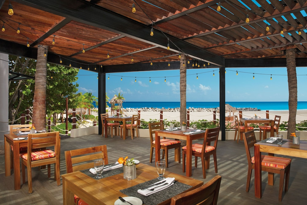 Outdoor Dining, Reflect Krystal Grand Cancun - Optional All Inclusive