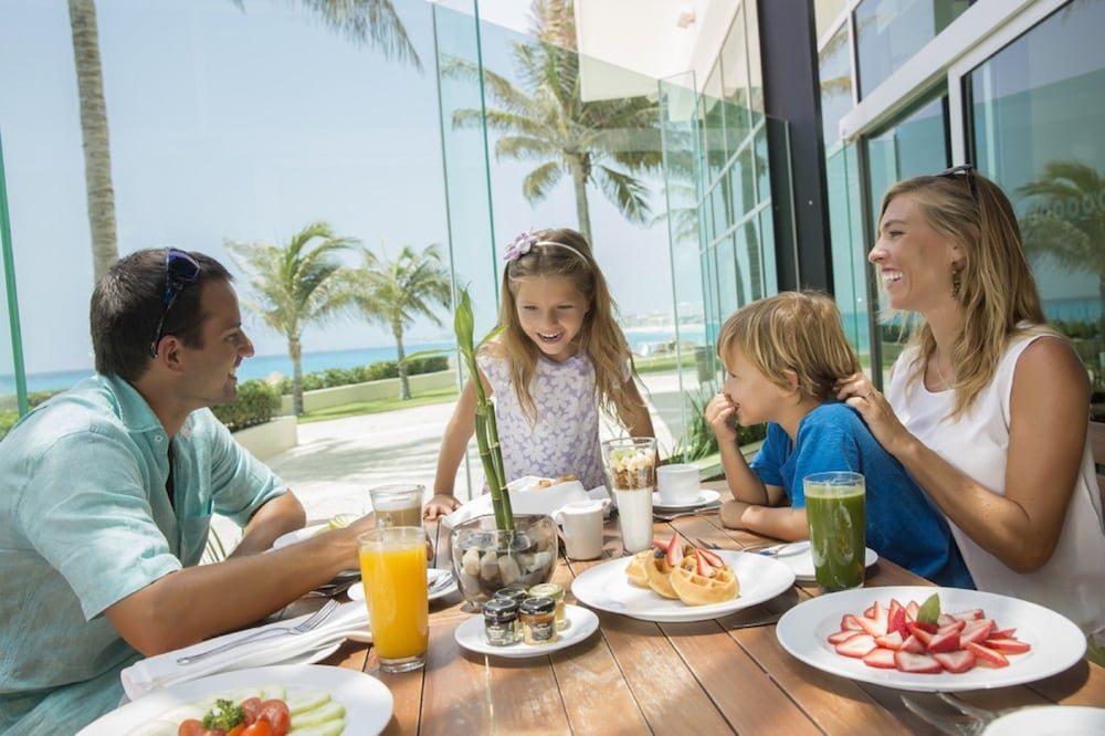 Family Dining, Reflect Krystal Grand Cancun - Optional All Inclusive