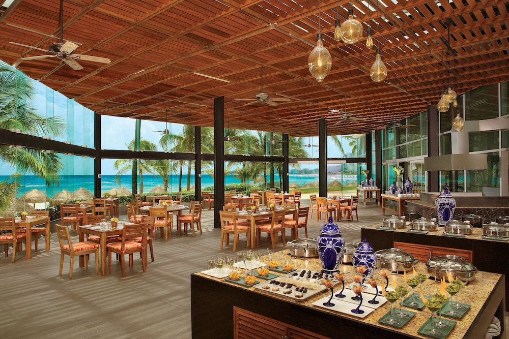 Buffet, Reflect Krystal Grand Cancun - Optional All Inclusive