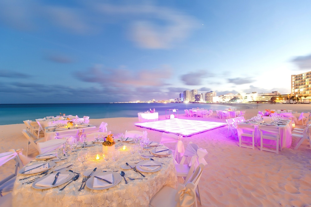 Outdoor Banquet Area, Reflect Krystal Grand Cancun - Optional All Inclusive