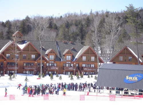 Slope-side Tremblant 1 Bedroom Chalet ski In/ski out