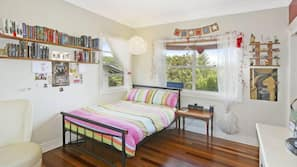 6 bedrooms, iron/ironing board, Internet, bed sheets