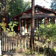 The Historic Stansfield Cabin With Wi-fi Sleeps 4