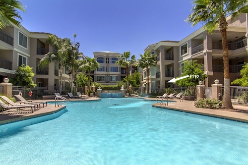 Resort Living Walking Distance to ASU and Mill Ave Pool & Hot Tub