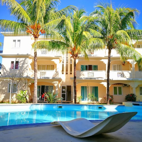 Modern Ground Floor Villa 5 Mins Walk to Beach ,shops and Entertainment