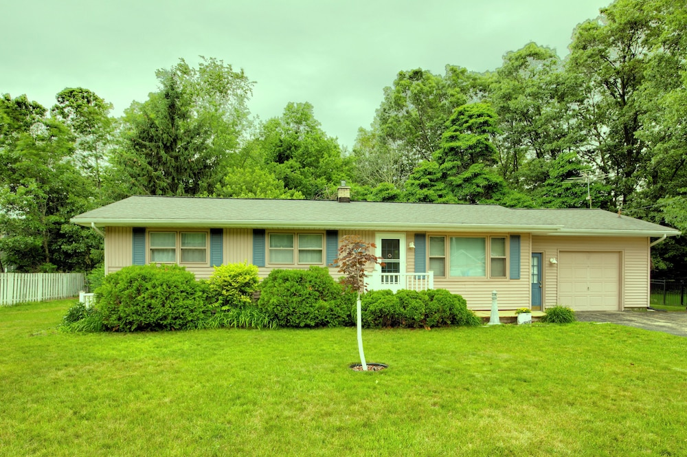 Lake Effect Cottage Is Located Near The Heart Of Summer Fun