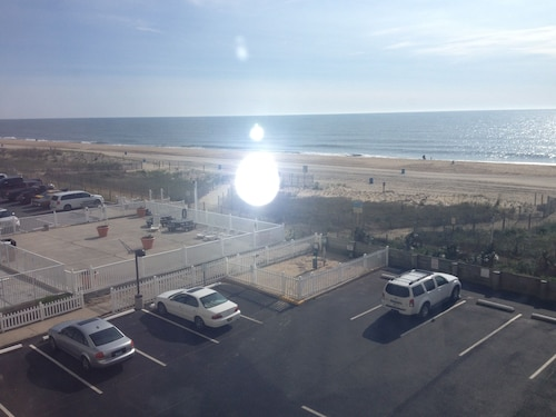 Great Place to stay Direct Oceanfront 2 Bedrm, 2 Bath Atlantis Coastal Hwy at 103rd St near Ocean City