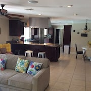 Walking Distance From Restaurants an Amenities. Is Located 10 min From The Strip