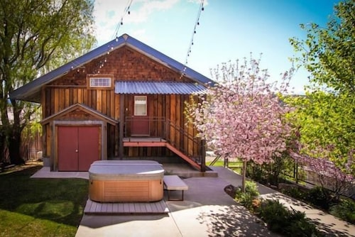 Incredible Pagosa: Studio w/ Private Hot Tub, Heated Garage, Walk to Everything