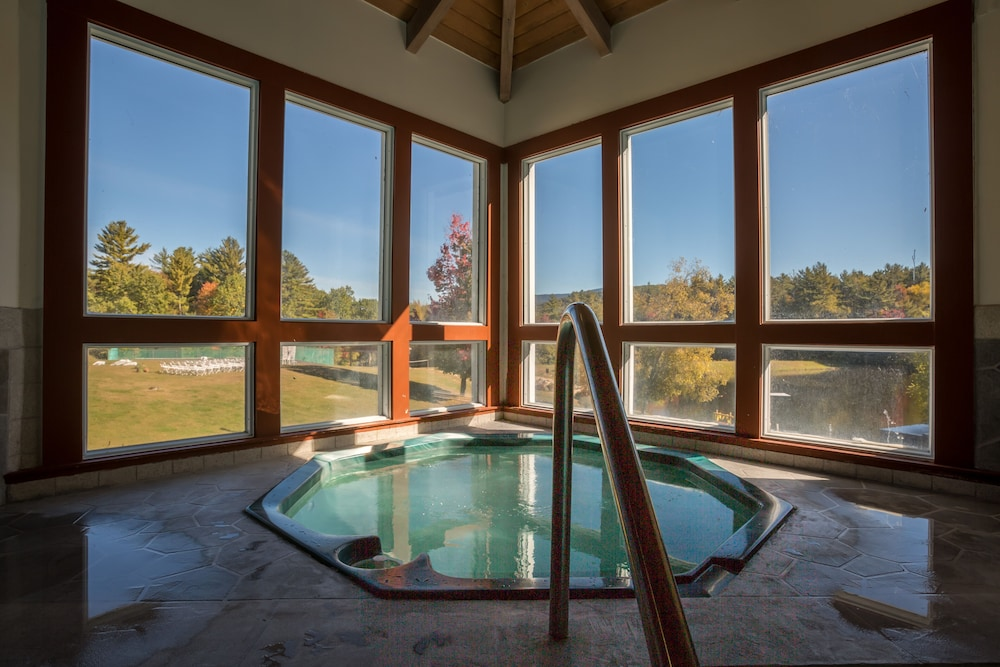 Pool, Resort Home With Private hot tub , Fireplace, Pools, Pond, Wifi