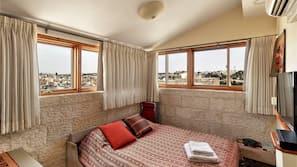 1 bedroom, cots/infant beds, Internet