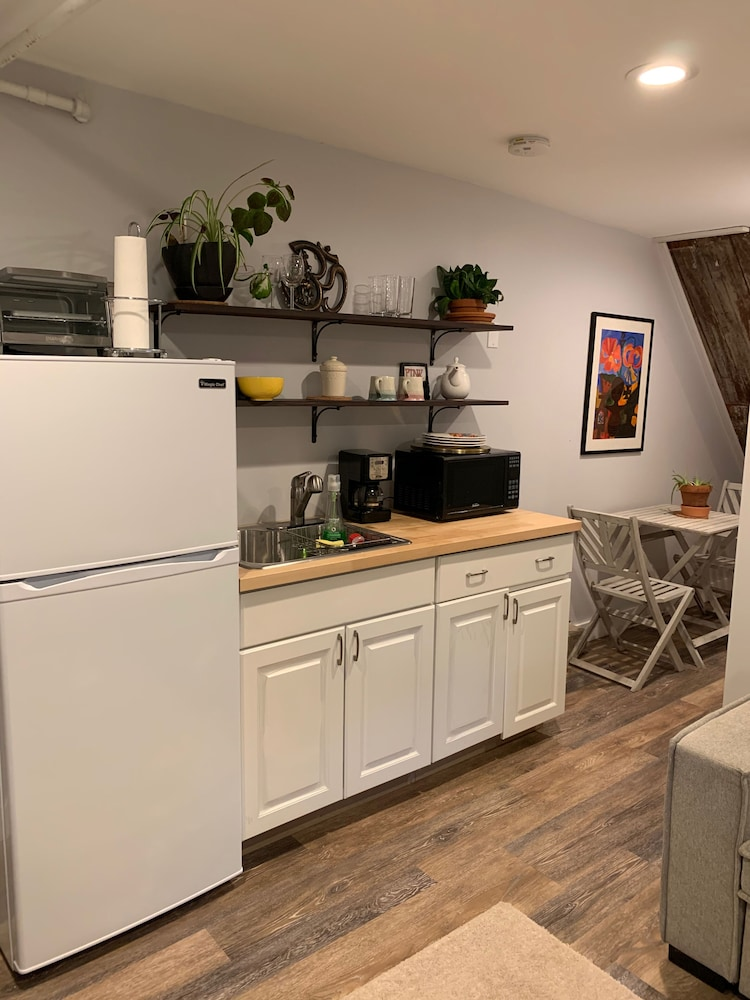 Private Kitchen, Need a Place to Relax and Enjoy Your Vacation Stay at The Cozy Den