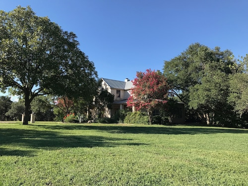 A Relaxed Retreat, Near Dripping Springs Wedding Venues & Hill Country Wineries