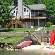 Perfect Lake Keowee Waterfront Vacation Home With Boat and Jet Ski Rentals