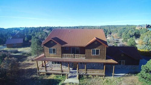 Beautiful Home With Lots of Room. Large Deck and Amazing new hot tub