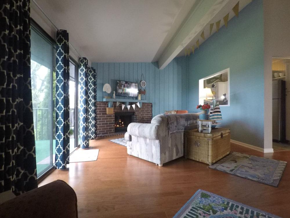 Pleasant Romantic Vintage Cottage Decor Fireplace Walk To Lake King Download Free Architecture Designs Scobabritishbridgeorg