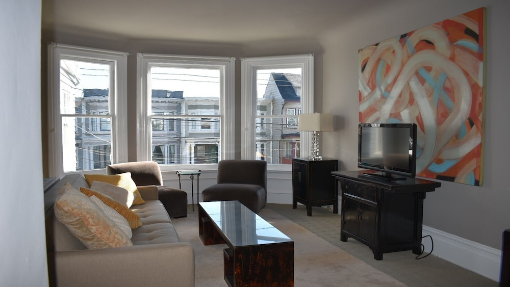 Centrally Located In The Heart Of Sf 2 Bedroom And 1 1 4