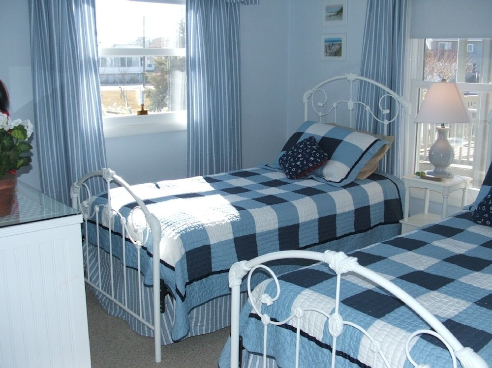 Room, We Provide Towels & Bed Linens, Beach Tags, Paper Products. House Well Stocked