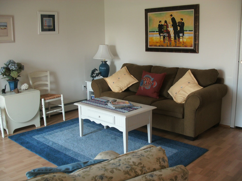Living Room, We Provide Towels & Bed Linens, Beach Tags, Paper Products. House Well Stocked