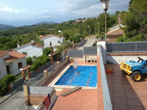 Large House With Private Pool and Beautiful Views of Montserrat