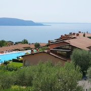 Two-room Apartment With Fantastic Views of Gaino on Lake Garda