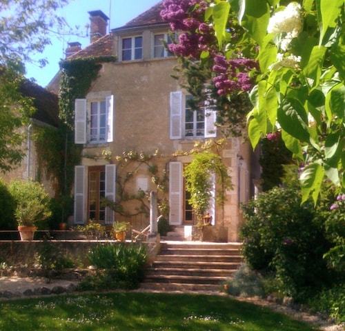 Beautiful 1850 Maison Bourgeois With Private Pool, Between Chablis and Beaune