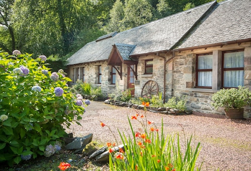 Superb, Luxury Holiday Cottage in Luss, Loch Lomond National Park