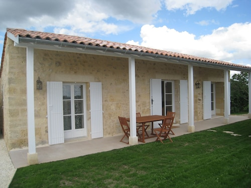Cottage 2 to 4 People, in Vineyard and Near Bordeaux